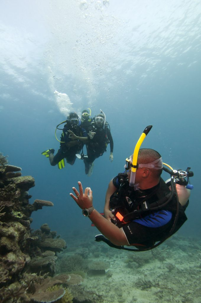 Group drift diving in Lembongan