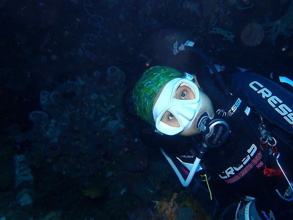 PADI Divemaster Internship in Lembongan - Amanda underwater